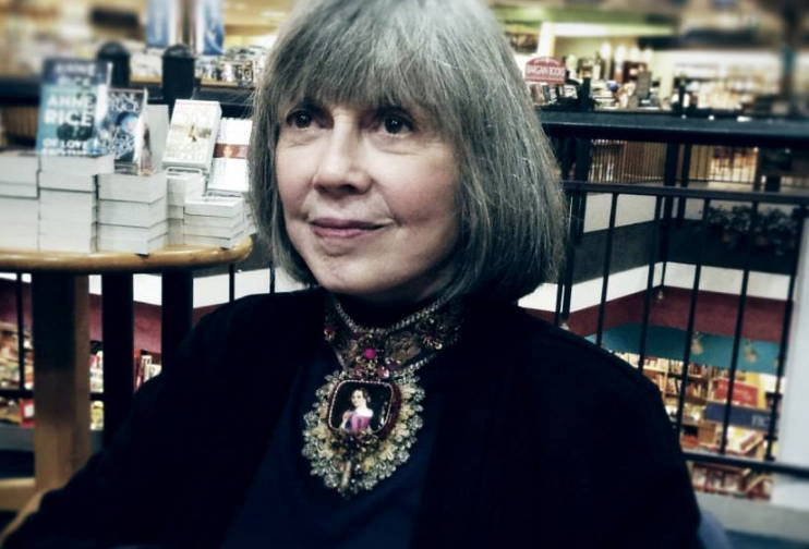 anne-rice-at-a-book-signing