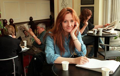 J.K.Rowling-in-cafe