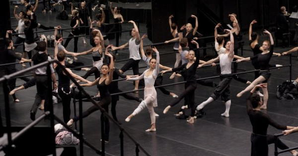Black Swan movie - dancers